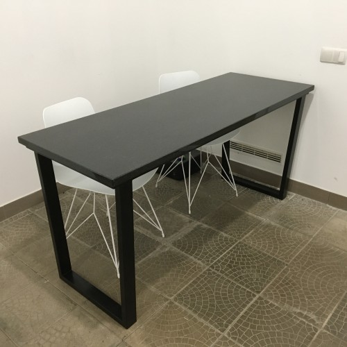 Стіл офісний, ніжки металеві стільниця гранітна товщиною 3см