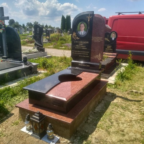 Одинарний пам'ятник у Івано-фоанківську #15