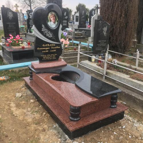 Одинарний пам'ятник у Станьковій #6