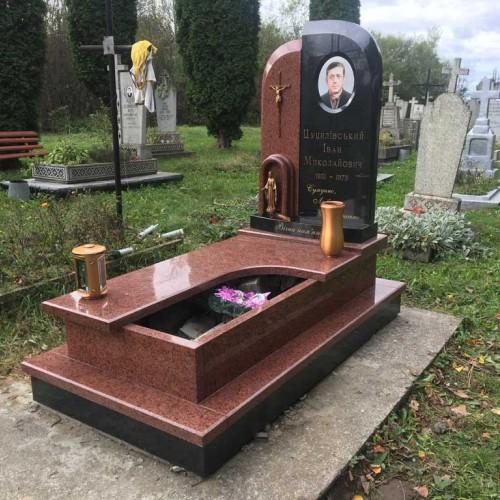 Пам'ятники одинарні у Івано-Франківську (с.Камінне) #72