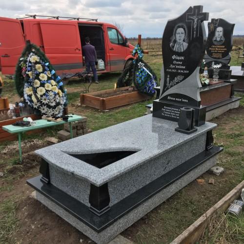 Пам'ятники одинарні у Калуші. Ціна 16600грн #82