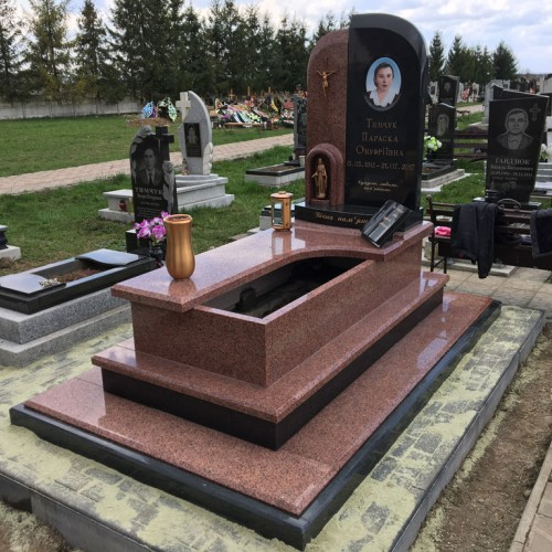 Пам'ятники одинарні у Надвірній (с.Камінне) #80