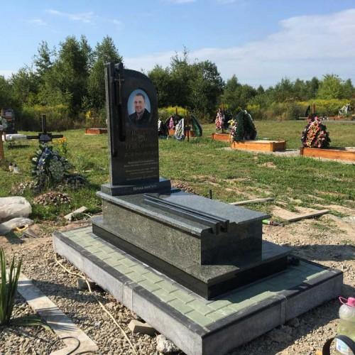 Пам'ятники одинарні у Івано-Франківську #88