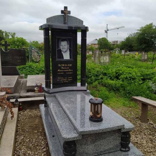 Пам'ятники одинарні у Івано-Франківську #62